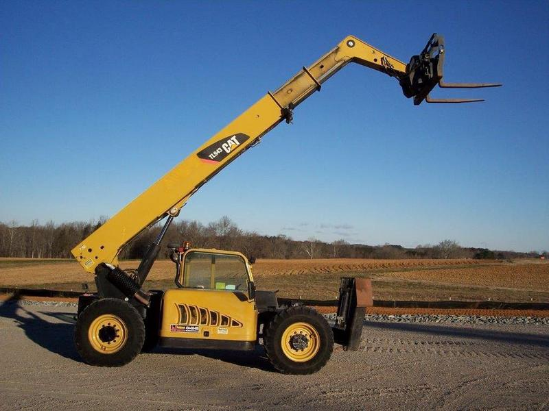 Incarcator telescopic Caterpillar TL 943 oferta